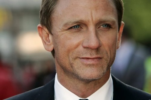 Daniel Craig face close-up poster. Image from Amazon.com.